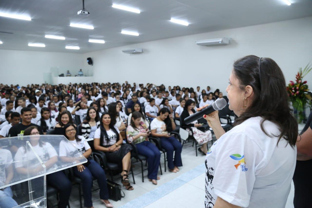 Secretária de Educação, Noêmia Pereira