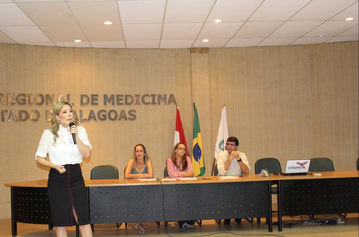 Izabelle Pereira, reeleita presidente do COSEMS