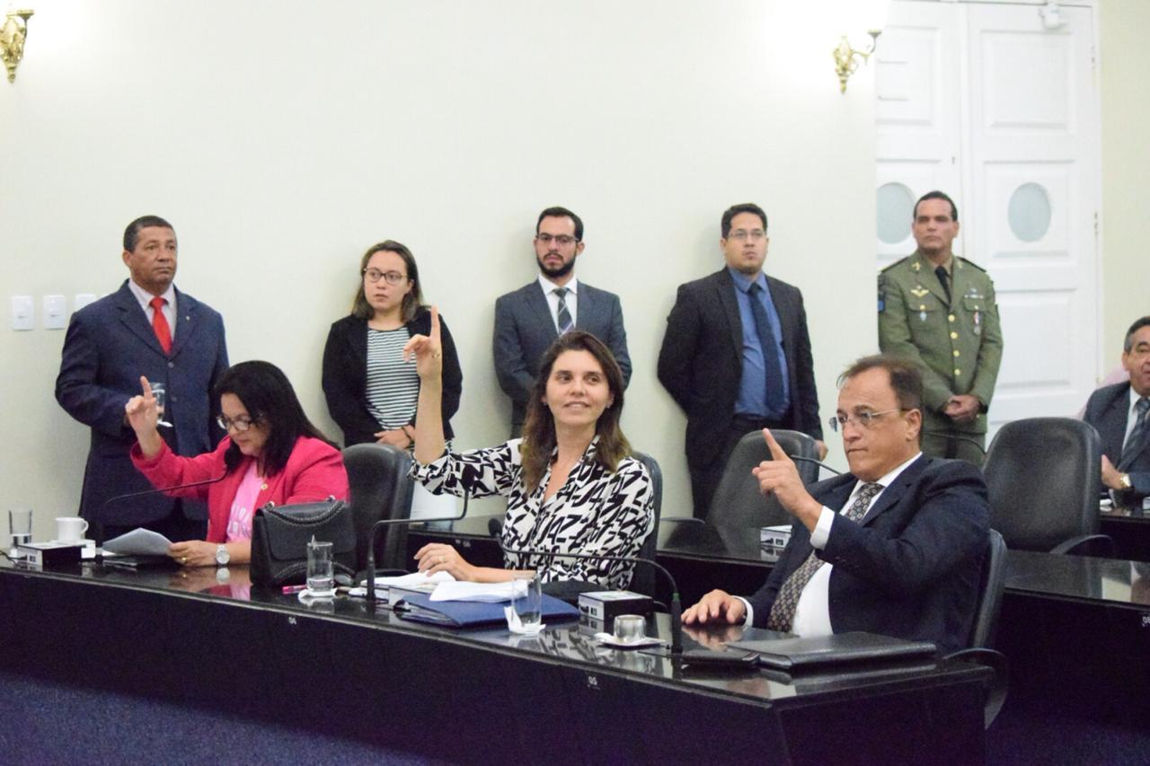 Deputados votaram vetos e projetos nesta quarta