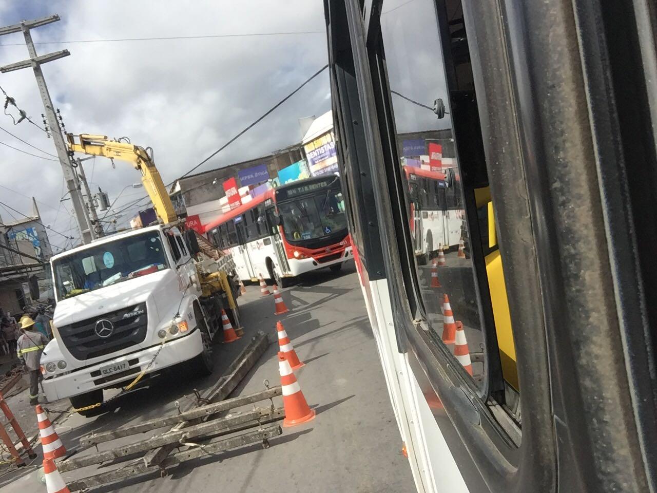 Acidentes deixam trânsito congestionado no Jacintinho