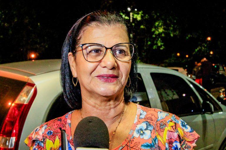 """Maria Cicera Januário, moradora do Inocoop: """"É um presente muito grande para nós""""."""