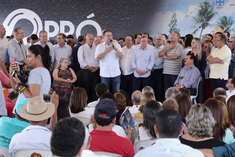Ordem de serviço para o início das obras do segundo trecho da duplicação da AL-220, em Arapiraca, na última sexta-feira, 26,