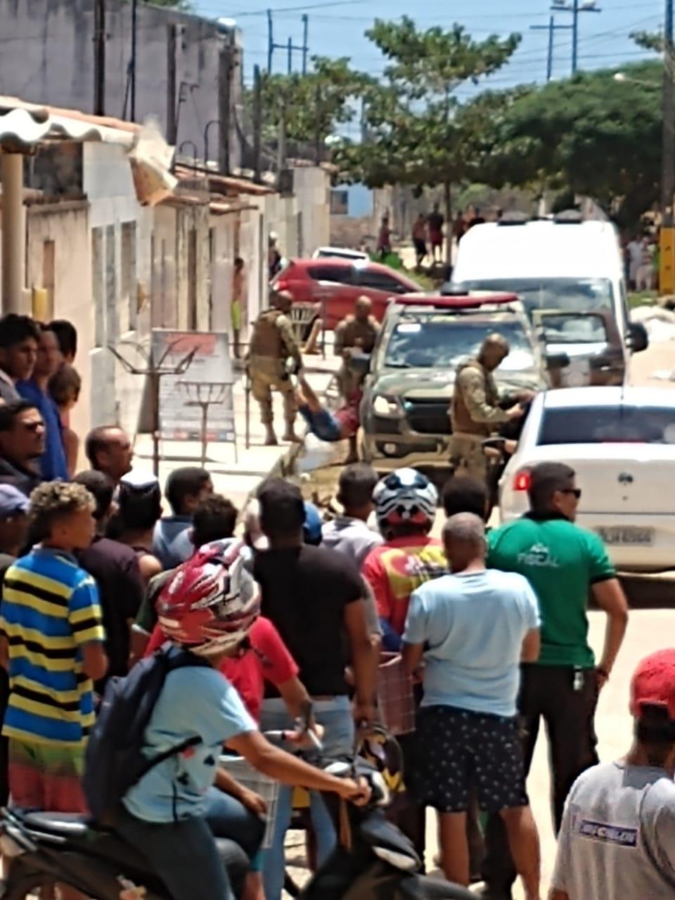 Policiais e suspeitos ficam feridos em troca de tiros após tentativa de assalto