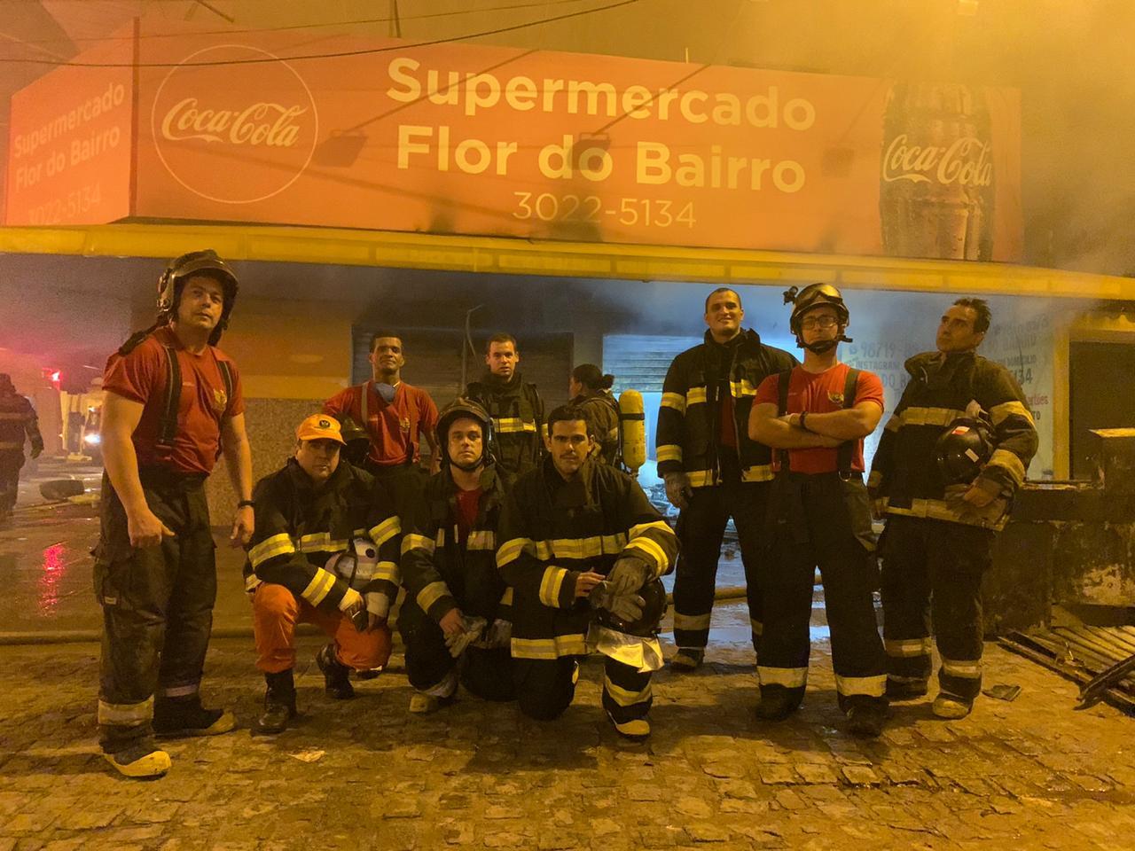 Incêndio destrói parte de supermercado no Prado; Corpo de bombeiros foi até o local