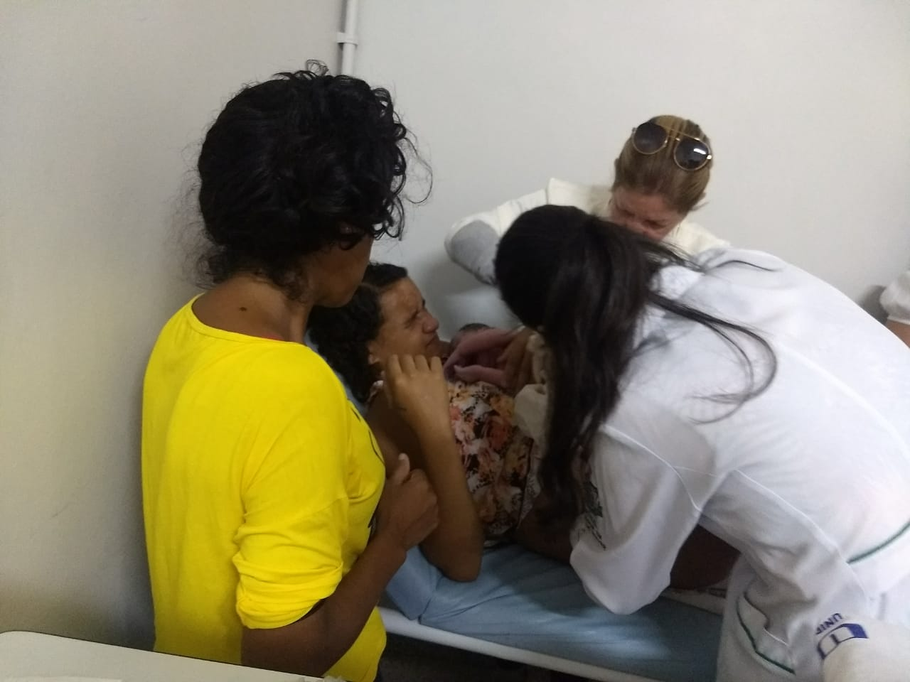 Bebê nasce durante exame pré-natal