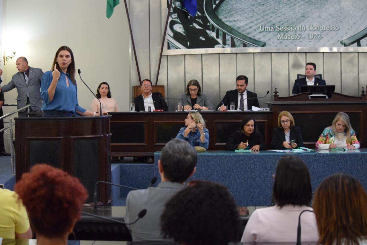 Deputada Jó Pereira, propositora da sessão