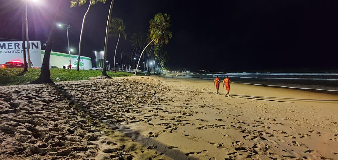 Buscas por jovem que desapareceu após entrar no mar serão retomadas nesta quarta-feira (19)