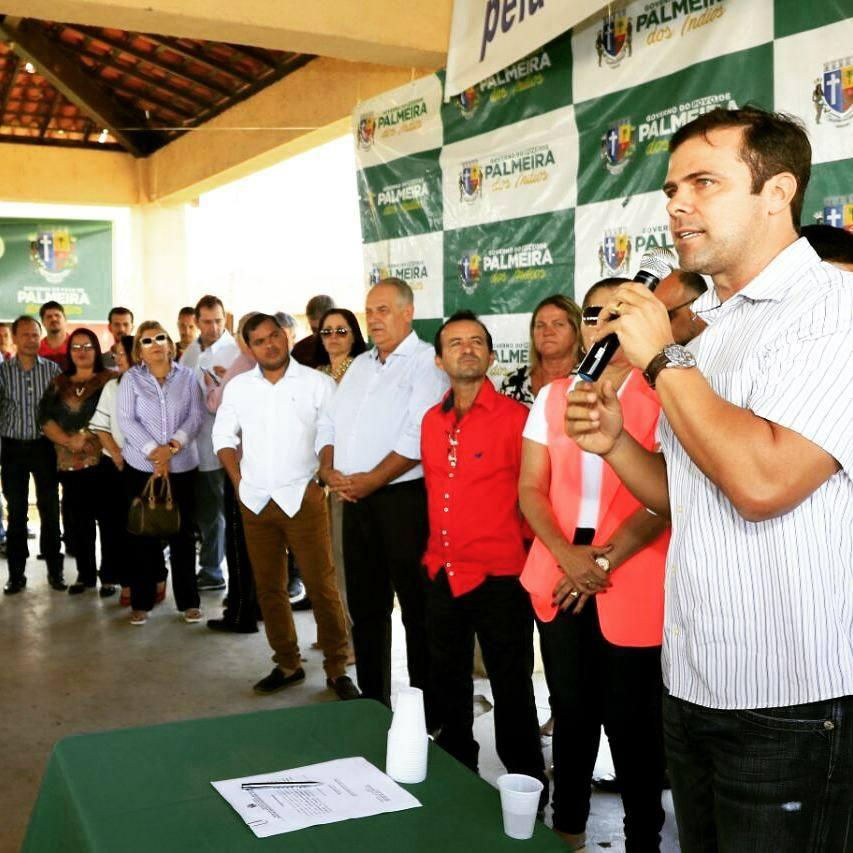 Solenidade na cidade Palmeira dos Índios junto ao prefeito Júlio Cezar, vereadores, secretários municipais, convidados e população