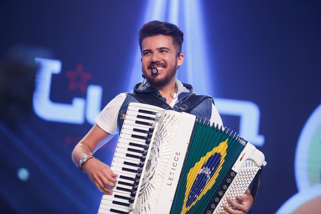 Cantor Luan Estilizado faz show em Maceió
