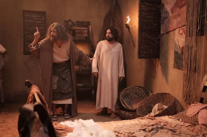No vídeo, Gregório Duvivier interpreta Jesus que vive um romance gay com um amigo, interpretado por Fábio Porchat.