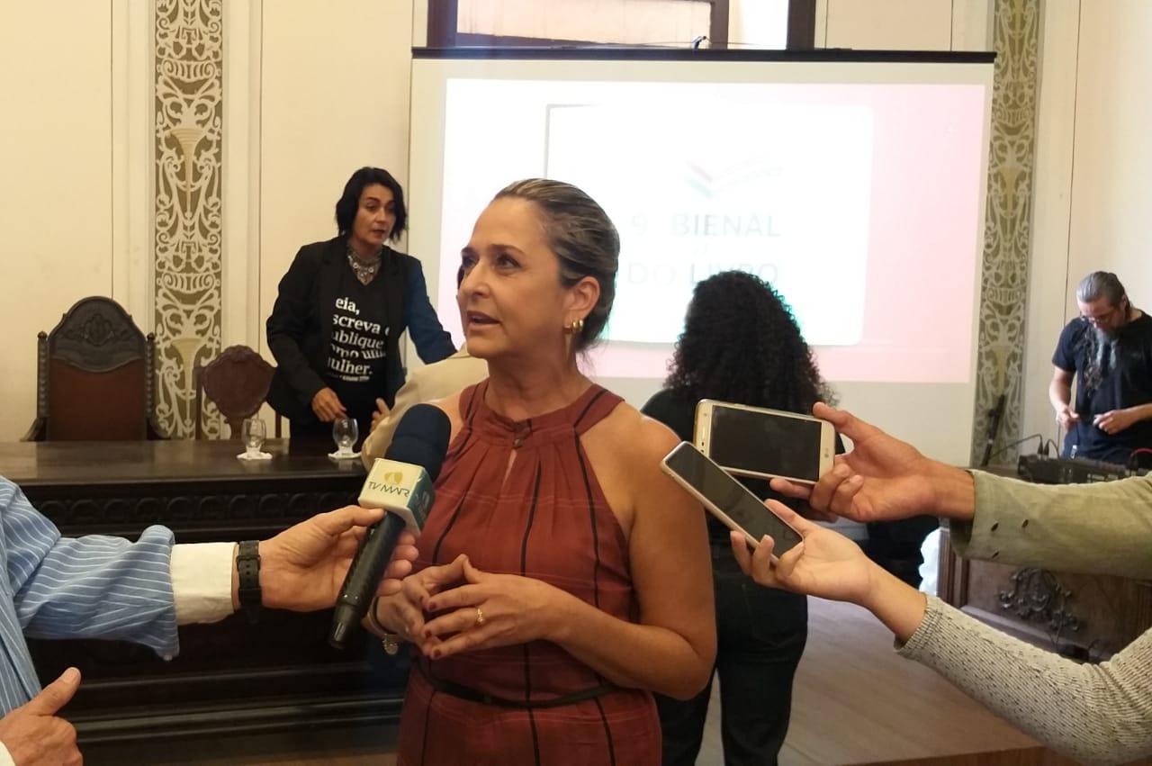 Diretora da Edufal, Elvira Barreto