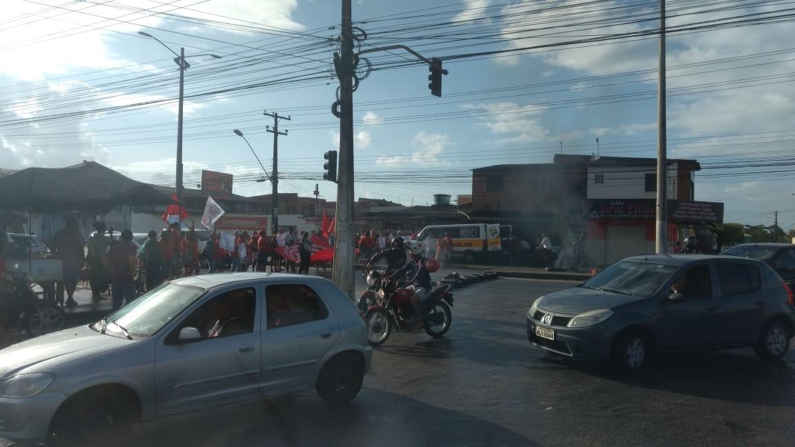 Manifestantes bloqueiam via no Benedito Bentes